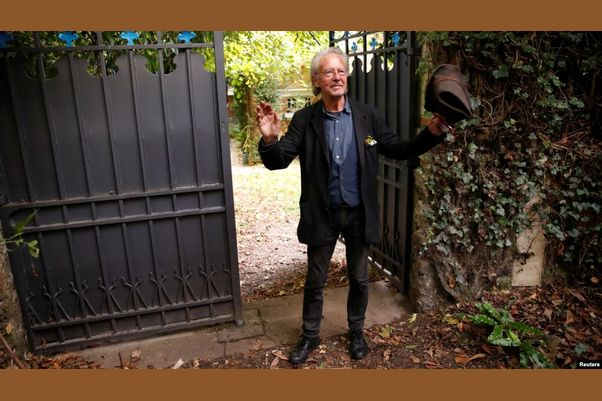 انتقادها به اعطای نوبل ادبی به پتر هانتکه