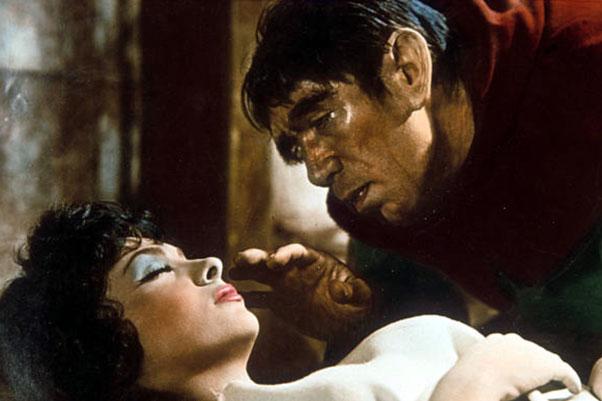 آنتونی کوئین در فیلم گوژپشت نتردام